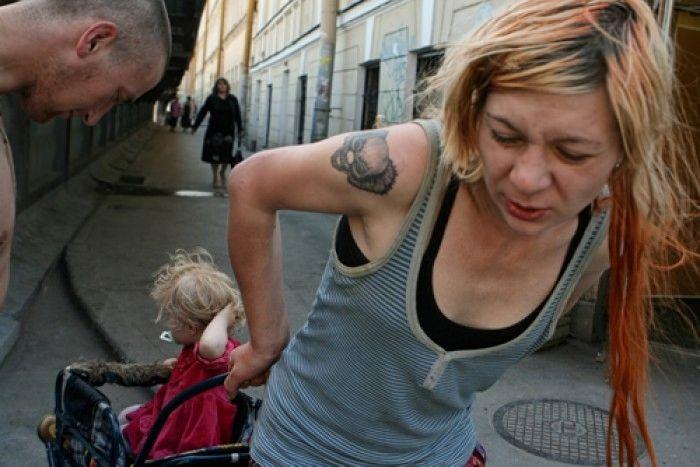 Как защитить детей от таких родителей (15 фото)