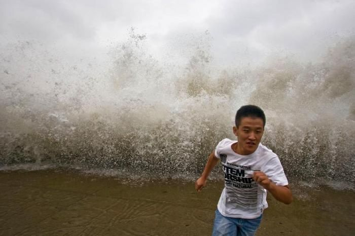Человек против стихии (33 фото)