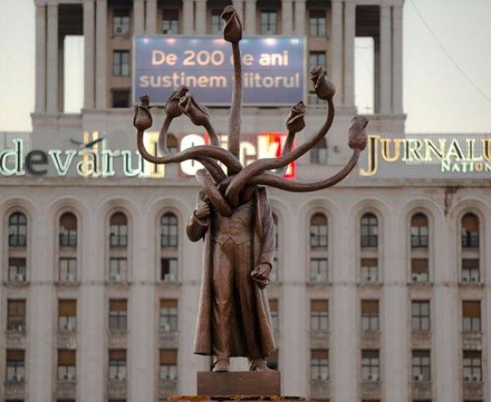 Креативное перевоплощение памятника Ленину (2 фото)