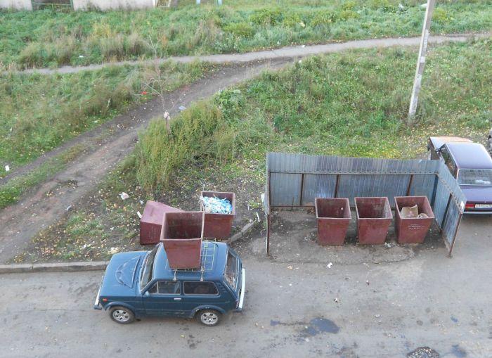 Никогда не паркуйтесь возле мусорных баков (3 фото)
