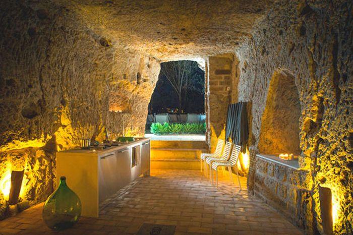 Удивительный дом в пещере (14 фото)