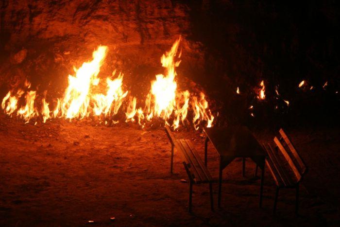 """""""Огненная гора"""" в Азербайджане (9 фото)"""