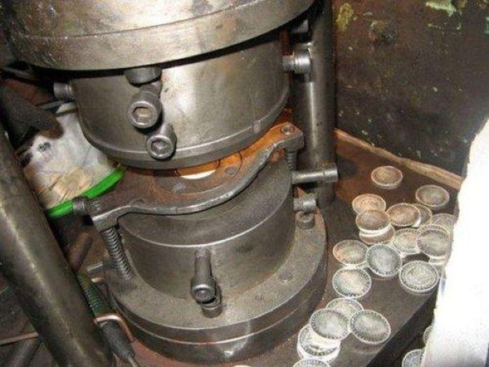 Почему нельзя покупать раритетные старинные монеты (9 фото)