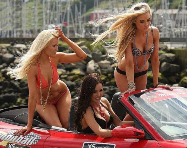 Симпатичные девушки с ежегодного автопробега (46 фото)