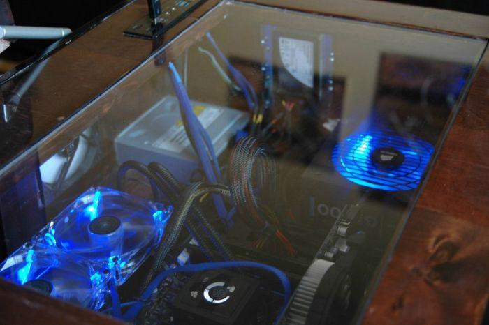 Уникальный моддинг компьютера в журнальном столе (20 фото)
