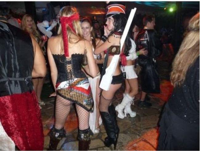 Забавный костюм для вечеринки на Хэллоуин (11 фото)