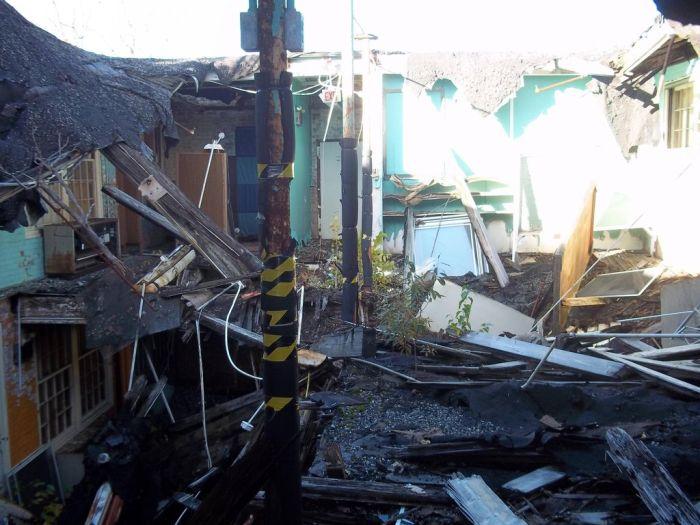 Пугающая заброшенная школа в Белчертауне (38 фото)