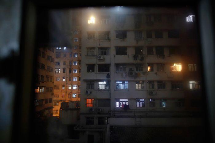 Условия жизни большей половины населения Гонконга (10 фото)