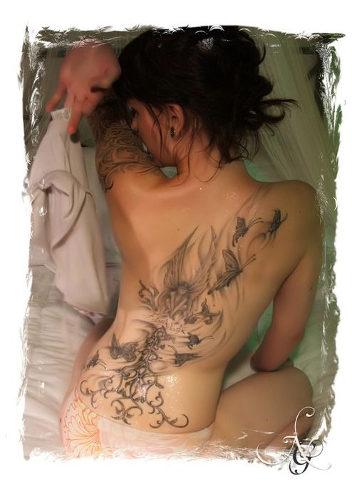 Потрясающие татуировками на стройных девушках (50 фото)