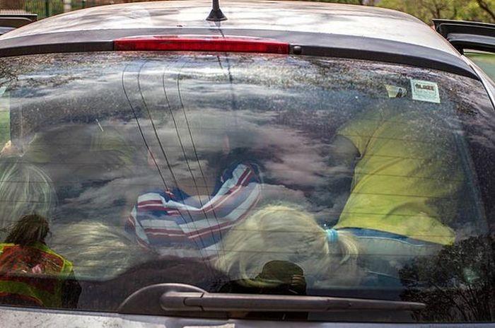 Как посадить в один автомобиль 19 детей (3 фото)