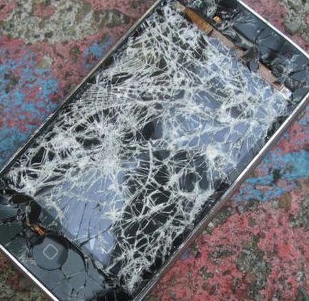 Неожиданная смерть iPhone (2 фото)