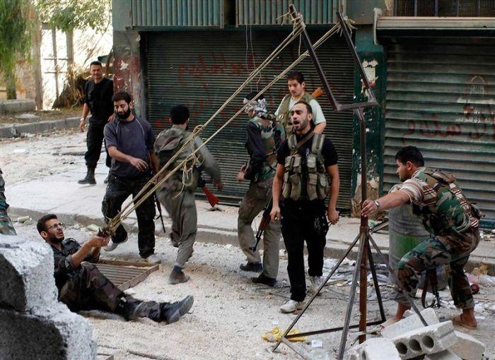 Самодельная рогатка сирийских повстанцев для запуска гранат (4 фото)