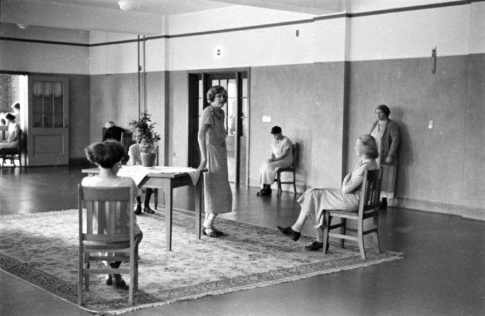 Психиатрическая клиника 1938 года в Нью-Йорке (25 фото)