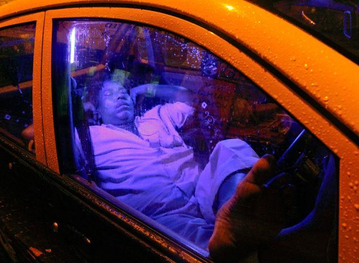 Сон в общественых местах (37 фото)