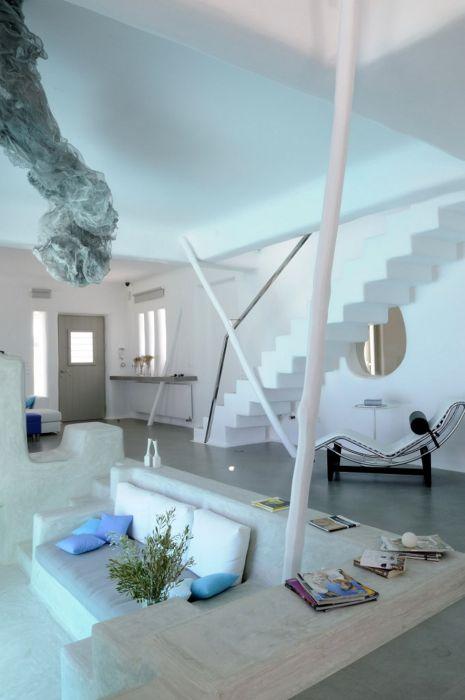 Белоснежный дом на берегу океана (26 фото)