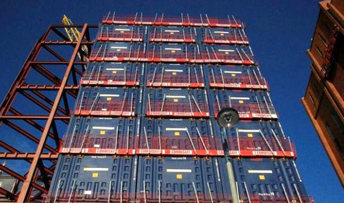 Необычная конструкция отеля в Англии (6 фото)