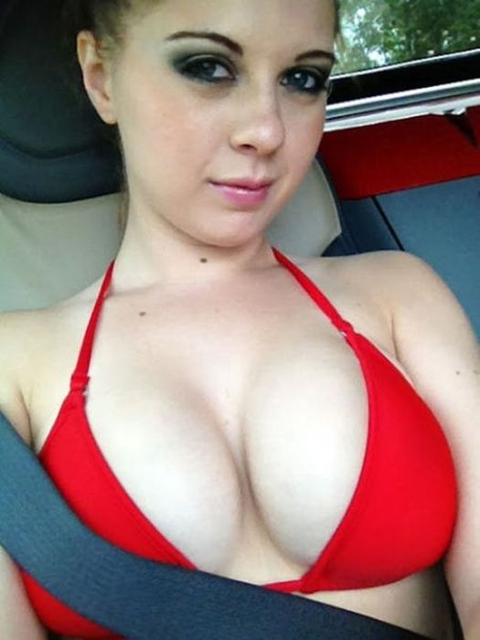 Симпатичные девушки с внушительным размером бюста (61 фото)