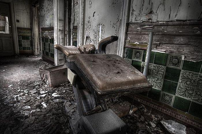 Заброшенная больница (50 фото)