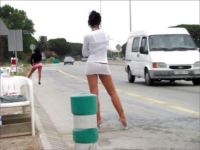 Итальянские девушки легкого поведения. Часть 2 (32 фото)