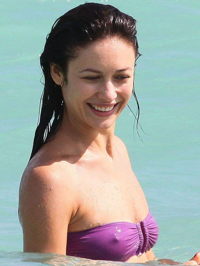 Ольга Куриленко на пляже Майями (4 фото)