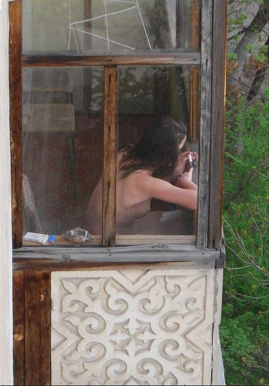 Пятничный ритуал на балконе (4 фото)