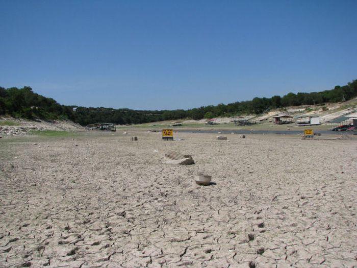 Озеро Трэвис, которое исчезло с лица земли (16 фото)