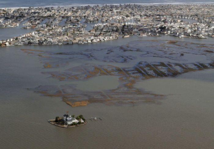 """Последствия урагана """"Сэнди"""" с высоты птичьего полета (46 фото)"""