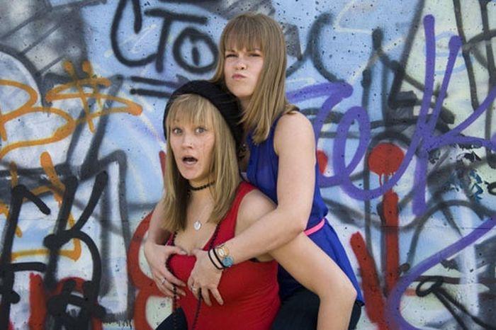 Забавные девушки, которые любят подурачиться (40 фото)