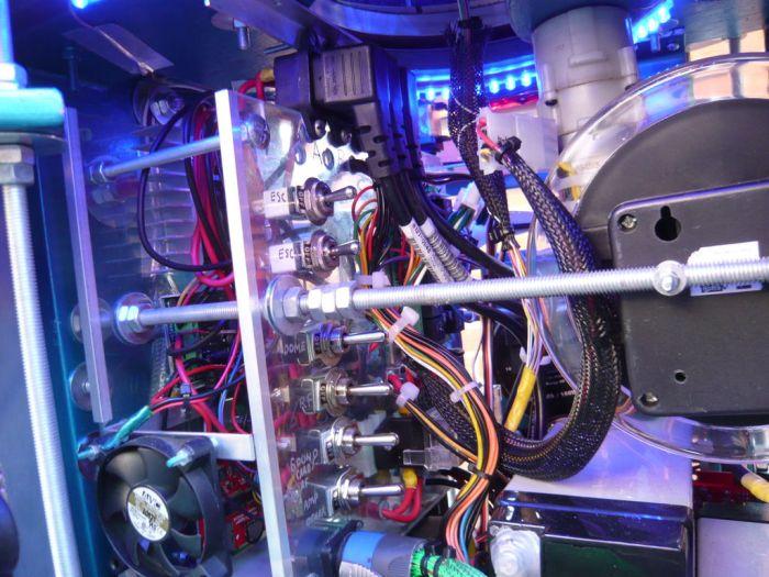 """Моддинг компьютера в виде робота """"R2-D2"""" (35 фото)"""