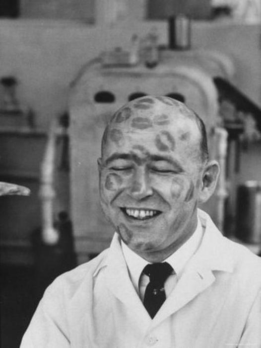 Самая счастливая работа из прошлого - испытатель губной помады (7 фото)