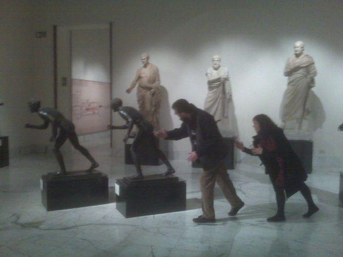 Прикольные фотографии из музея (26 фото)