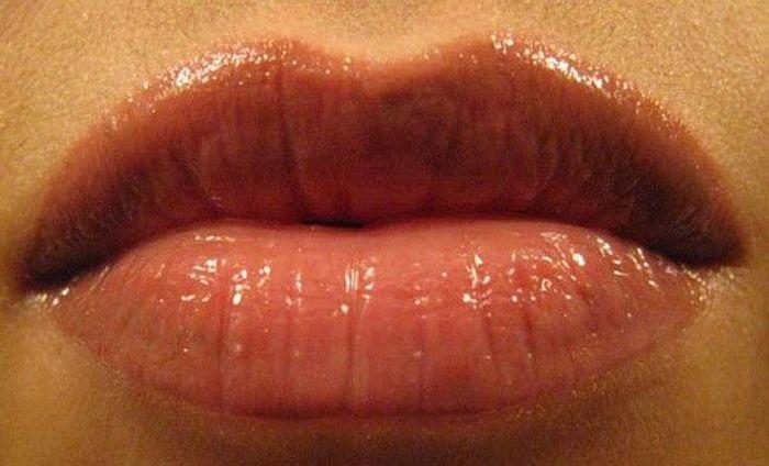 Болезненный процесс татуажа губ (7 фото)