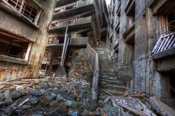 Заброшенный японский остров (21 фото)