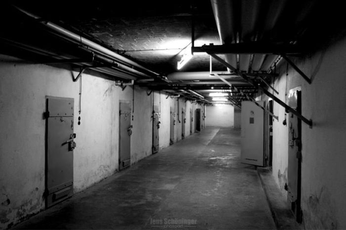 Стены немецкого завода, которые увидели немало жутких вещей (38 фото)