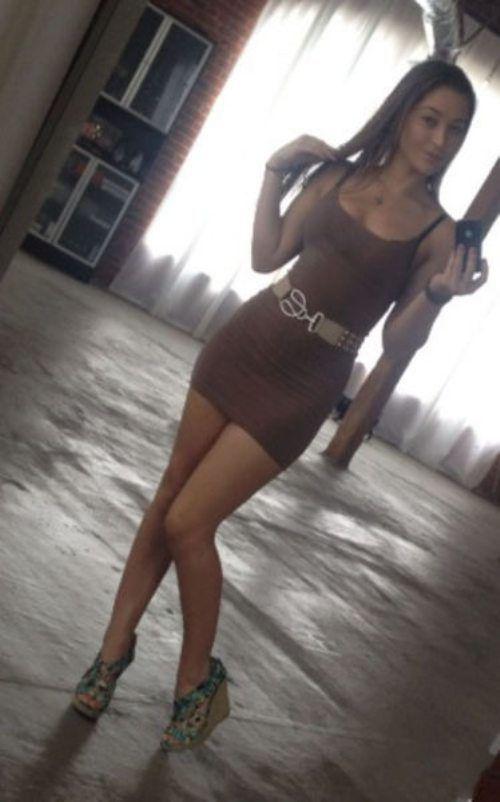 Стройные девушки в короткие сексуальные платья