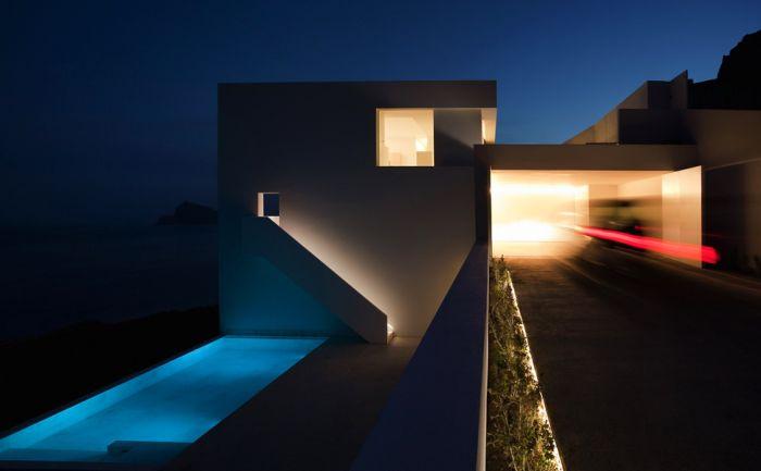 Сногсшибательный дом с уникальным дизайном (33 фото)