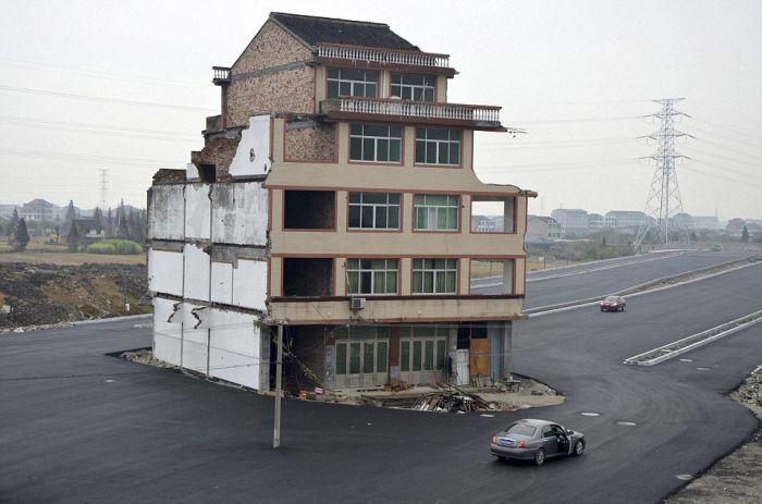 Надо было продать дом (8 фото)