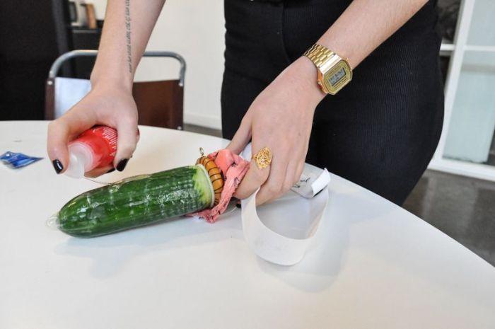 Страстных анальный дилдо своими руками струей девушки порно