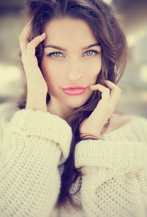 Красивые девушки с просторов сети (77 фото)
