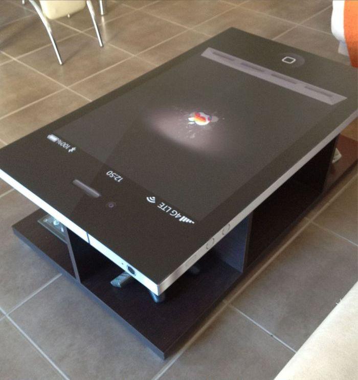 Стол для настоящих фанатов iPhone (6 фото)
