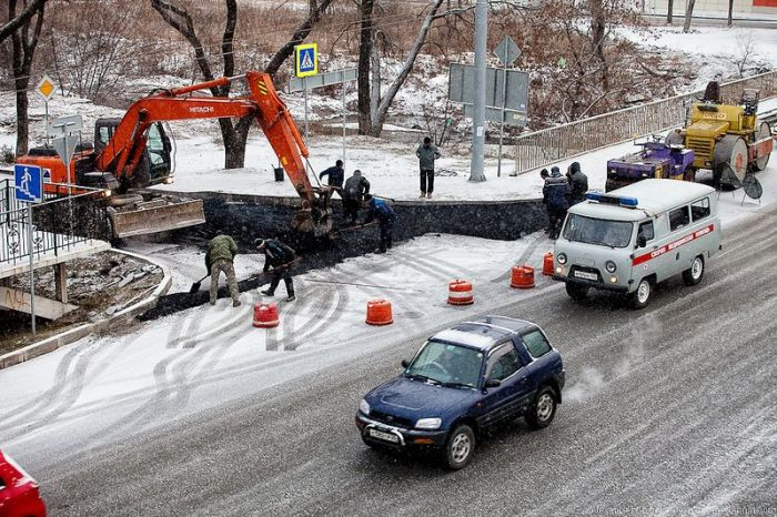 Трудовые будни дорожной службы (3 фото)