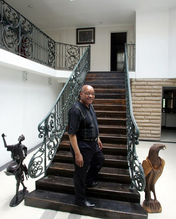Как президент ЮАР Джейкоб Зума с бедностью в стране боролся (7 фото)