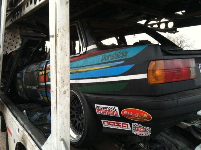 Заряженные спорткары, сгоревшие дотла (6 фото)