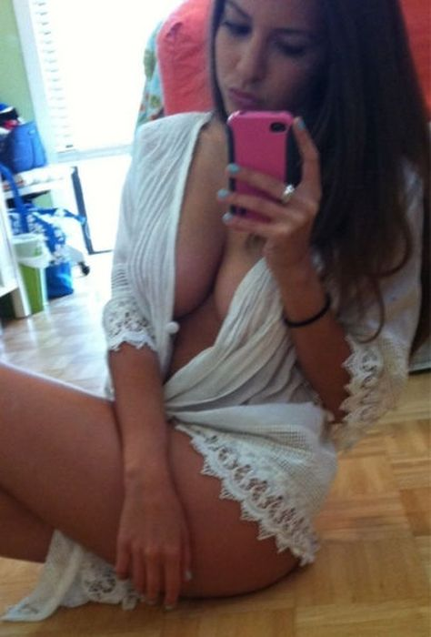 Девушки в нижнем белье и фотографируют сами себе фото 667-27