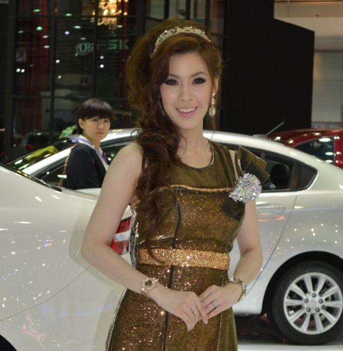 Девушки с автовыставки в Таиланде 2012 (85 фото)