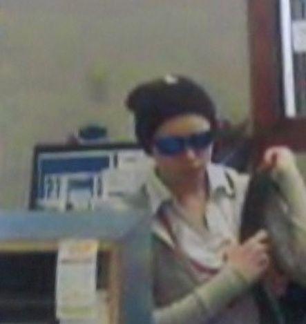 Самая глупая грабительница 2012 года (15 фото)