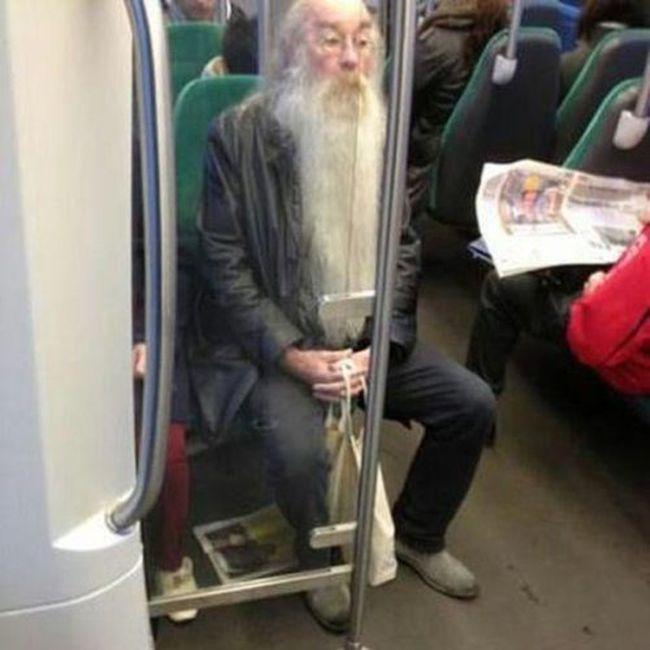 Необъяснимые снимки странных людей (33 фото)