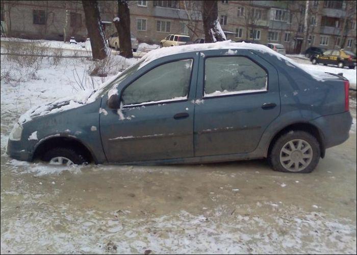 Автовладелец стал пешеходом до весны (3 фото)