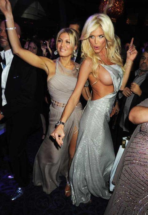 Знаменитые девушки в соблазнительных нарядах (64 фото)