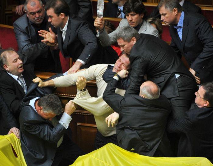 Массовые драки депутатов со всего мира за 2012 год (25 фото)